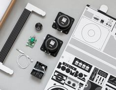 Thanks to Axel Pfaender, we can once again say hello to the almighty sound system, the boombox, with his cardboard DIY sound system for your smartphone. Diy Boombox, Mobile Speaker, Speakers, Berlin, Kit Diy, All Smartphones, Branding, New Ipad, Commercial Design