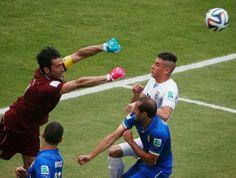 Blog Esportivo do Suiço: Uruguai elimina Itália e avança no 'grupo da morte'