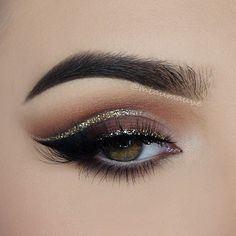Pageant and Prom Makeup Inspiration. Find more beautiful makeup looks with Pageant Planet. Glitter Makeup, Prom Makeup, Wedding Makeup, Hair Makeup, Glitter Eyeshadow, Makeup Eyeshadow, Cream Eyeshadow, Cut Crease Glitter, Eyeshadow Palette