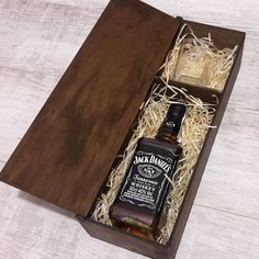 Wooden box for whiskey set of bottle and glasses personalized for gift and souvenir, wooden gift box Wooden Wine Boxes, Wooden Gifts, Wooden Diy, Whiskey Gifts, Honey Shop, Wedding Gifts For Groomsmen, Creative Box, Small Wood Projects, Wine Case