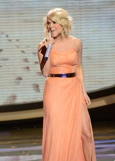 Carrie Underwood Stuns In 'American Idol' PerformanceDress