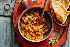 Kijk wat een lekker recept ik heb gevonden op Allerhande! Indiase bloemkool (aloo gobi)