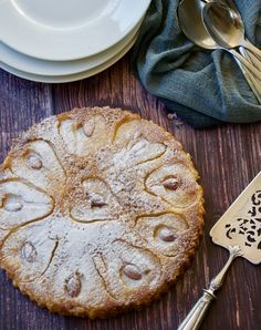 Pear and almond crustless tart – gluten free. Impressive and super easy pear and almond crustless tart served on a wooden board with white plates and a serving knife Pear Dessert Recipes, Tart Recipes, Sweet Recipes, Delicious Desserts, Dessert Ideas, Gf Recipes, Fruit Recipes, Apple Recipes, Cheesecake Recipes