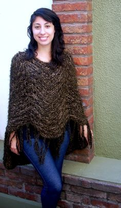 # 008    - Poncho marron irregular tejida a dos agujas    - Hand knitted poncho in brown tones with irregular levels