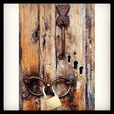 #vintage #door #monastery #Serres #unlocked #wooden #hidden #keyhole #Flickrapp