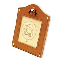 Genuine Leather Dog Leather Square Picture Frame is made by skillful craftsmen of VANCA CRAFT in Japan. Picture Stand, Picture Frames, Photos, Pictures, Leather Craft, Craftsman, Desk, Japan, Handmade
