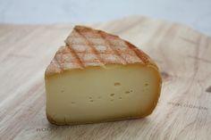 Fromage lavé à la bière trappiste de Chimay, il est produit à base de lait du Pays de Chimay. Il offre un goût abricot-pêche rehaussé d'une pointe d'amertume. Sa texture est onctueuse et souple.