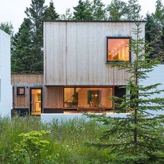 Salmela Architect -Private house sits near the Taconite Harbor of Lake Superior