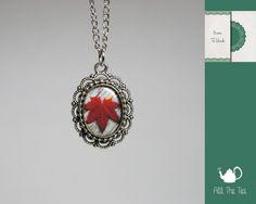 Collane con cammeo - Collana con ciondolo cabochon in vetro handmade - un prodotto unico di AllTheTea su DaWanda #handmade #jewelry #accesories #DIY #ideas #gifts #vintage #unique #resin #glass #cabochon #buttons #necklace #charms #chain #cameo #indie #hipster #teaparty #tealove #collana #medaglione #ciondolo #resina #vetro