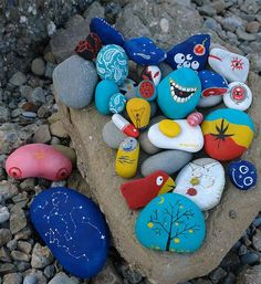 Peculiar Painted Stones - Darya Balova's 'Stones' project proves that it doesn't take much to make beautiful art. These hand-painted stones serve as typo...