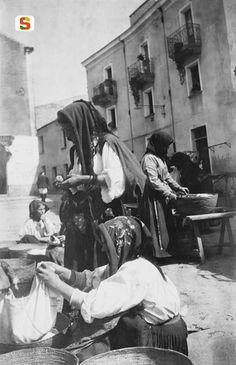 Antonio Ballero, Nuoro,  Antico mercato in piazza Cavallotti, 1915