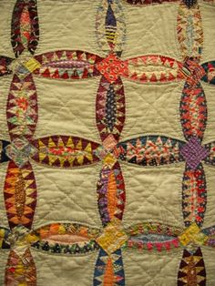 "kellysuequilter: "" herminehesse: "" Early century Pickle Dish scrap quilt - Jeana Kimball "" I love vintage quilts. This one is a wonderful example! Old Quilts, Antique Quilts, Vintage Quilts, Scrap Quilt, Quilt Blocks, Wedding Ring Quilt, Wedding Rings, Quilt Modernen, Textiles"