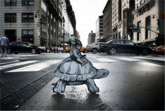Street art nascosta: mini avventurieri abitano la città. Di Joe Lurato