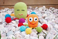 Hrkálka chobotnička / Baby rattle octopus - free pattern Baby Rattle, Octopus, Free Pattern, Crochet Hats, Knitting Hats, Sewing Patterns Free, Calamari, Diving Regulator, Squidbillies