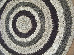 Beautiful Traditional 3 foot Round Area Rug in Black and Beige - for Etsy by GettysburgRugRoom on Etsy
