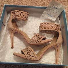 NWT Antonio Melani Leena Iced Nude Heel! NWT Antonio Melani Leena Iced Nude Heel! Size: 7!! Color: Iced Nude! Brand new in original box!!! In PERFECT condition!! These shoes are BEAUTIFUL!!!!! ANTONIO MELANI Shoes