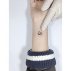 . . Lotus. . #illustration #linetattoo #tattooist #일러스트 #tattooworkers #tattooer #drawing #미니타투 #korea #타투 #홍대 #아트 #플레이그라운드타투 #디자인타투 #감성타투 #레터링타투 #꽃타투#playgroundtattoo #lotus #lotustattoo #연꽃타투