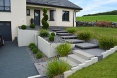 Landscape quality - Our achievements in pictures - Dombasle sur Meurthe - Garten - Awesome Garden Ideas Front House Landscaping, Modern Landscaping, Backyard Landscaping, Landscape Design, Garden Design, Garden Tiles, Modern Front Yard, Outdoor Stairs, Concrete Steps
