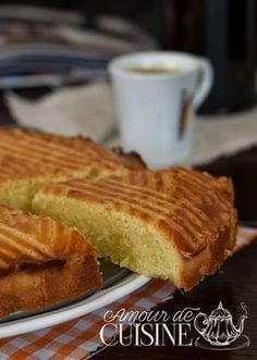 gateau breton Bonjour tout le monde, Quand une amie t'appelle pour dire qu&… Breton cake Hello everyone, When a friend calls you to say that she comes to see you … Kentucky Butter Cake, Cake Recipes, Dessert Recipes, Beignets, Churros, Food Cakes, Crepes, Cake Cookies, Love Food