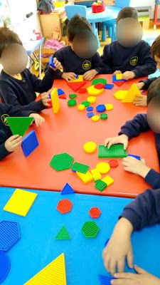 Blogue do Jardim Escola Carrocel: Blocos Lógicos Petite Section, Sensory Bins, Fine Motor Skills, Best Part Of Me, Kids Rugs, Games, Fun, Geometric Form, Kid Activities