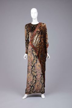 """http://omgthatdress.tumblr.com/image/69714976206 Bill Blass, 1985-1989 The Goldstein Museum of Design  I am not sure if the pattern would be """"period,"""" but I like that style. I must poke at it. Stripped of the design on the fabric, it's just a tad toga-esque? That would make it useable..."""