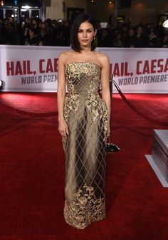 Pin for Later: Jenna Dewan Tatum and Channing Tatum's Red Carpet Style Is the Epitome of #ValentinesDayGoals Jenna wore a shiny Ralph & Russo Couture gown, which she paired with Irene Neuwirth jewelry.