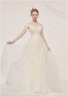 Popular Wedding Dresses, Bridal Dresses, Girl Standing, French Girls, Aesthetic Girl, Dress Codes, Marie, High Fashion, Ball Gowns