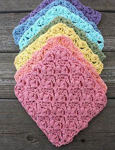 Ravelry: Flowers Dishcloth pattern by Lily / Sugar'n Cream Crochet Home, Knit Or Crochet, Crochet Crafts, Yarn Crafts, Crochet Stitches, Free Crochet, Learn Crochet, Simple Crochet, Cotton Crochet