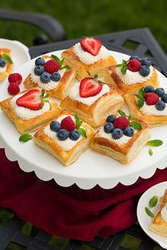 Puff Pastry Fruit Tarts with Ricotta Cream Filling Cooking Classy - Joghurt rezepte Mini Desserts, Puff Pastry Desserts, Frozen Puff Pastry, Puff Pastry Recipes, Tart Recipes, Just Desserts, Delicious Desserts, Puff Pastry Tarts, Pastries Recipes