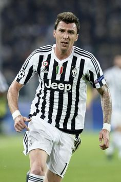 Mario Mandžukić is a Croatian professional footballer who plays as a striker for Italian club Juventus and the Croatia national team. Juventus Players, Juventus Fc, Messi Vs Ronaldo, Champions League, Old Women, Super Mario, Croatia, Jeep, Soccer