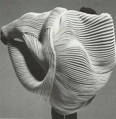 deliciousdimension: BILLOWING PLEATS | ISSEY MIYAKE SS85