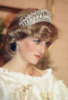 And here's Princess Diana wearing the very same tiara in 1983: