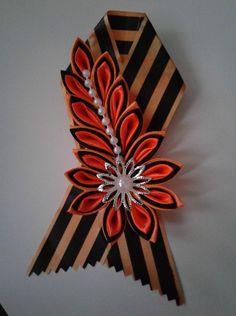 Фото группы РУКОДЕЛЬНИЦА в Одноклассниках Kanzashi Flowers, Flower Crown, Glass Bottles, Fabric Flowers, Garland, Ribbon, Ornaments, Knitting, Crafts
