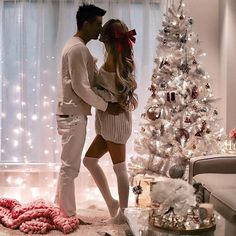 51 Merry Christmas Fashion Ideas for Couple Within this collection, you're find lifestyle model photos wearing a number of the Christmas trends. While much less common as […] Christmas Love Couple, Funny Christmas Pictures, Merry Christmas Photos, Family Christmas, Christmas Humor, Outdoor Christmas, Christmas Ideas, Christmas Christmas, Christmas Photoshoot Ideas