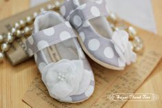 Grey Dotty Baby Shoes/booties gray and white by sugarplumbtree