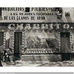 """El fotógrafo americano Edward Weston, inmortalizó """"El Charrito"""" pulquería de la ciudad de México en 1926."""