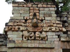 """Escultura Maya """"Guacamaya"""" en el Juego de Pelota  -- Honduras"""
