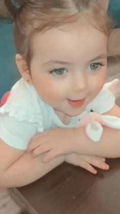 Cute Baby Videos, Some Funny Videos, Cute Couple Videos, Cute Couple Pictures, Funny Baby Gif, Funny Baby Memes, Funny Babies, Cute Babies, Cute Baby Girl Images