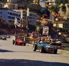 Monaco 1958 Moss, passato alla Vanwall, precede Hawthorn, Brabham e Trintignant nei primi giri mentre si trova in terza posizione, alle spalle di Behra e Brooks.