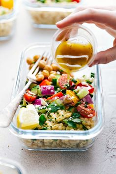 A delicious and healthy Greek couscous salad that everyone will go crazy for! (Meal prep options and tips included) via chelseasmessyapron.com | #healthy #salad #couscous #vegetables #vegetarian #Greek #delicious #easy #kidfriendly #quick #lunch #mealprep #dressing #salad