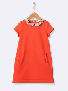 On craque pour cette robe Cyrillus corail, en molleton avec un col claudine en Lyberty - 29,90 € http://www.cyrillus.fr/robe-molleton-fille-col-liberty-corail.htm?ProductId=720250558&FiltreCouleur=6619&CodBouw=410901756&t=2