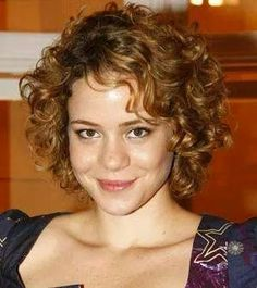 Leandra Leal Mid Length Curly Hairstyles, Short Permed Hair, Bob Haircut Curly, Short Layered Haircuts, Mom Hairstyles, Curly Hair Cuts, Girl Short Hair, Curled Hairstyles, Wavy Hair