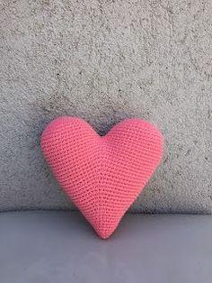 Paula Mengual Tejidos de Autor: Tutorial Almohadón corazon amigurumi (Crochet) Style Guides, Crochet Patterns, Valentines, Throw Pillows, Hearts, Nursery, Ideas, Lace, Shape