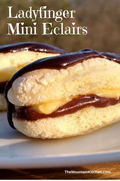 Ladyfingers layered with chocolate and vanilla pudding, topped with a chocolate sauce and whipped cream, these Ladyfinger Mini Eclairs are easy to make. Lady Fingers Dessert, Lady Fingers Recipe, Finger Desserts, Cold Desserts, Gourmet Recipes, Dessert Recipes, Kitchen Recipes, Dessert Ideas, Apple Cinnamon Bread
