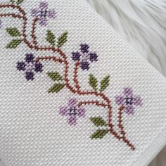 Crewel Embroidery, Cross Stitch Embroidery, Embroidery Designs, Beaded Cross Stitch, Cross Stitch Rose, Cross Stitch Designs, Cross Stitch Patterns, Hand Stiching, Sewing