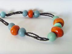 Collier Ethnique Perles Bleues Vertes et imitation Ambre est composé de:  4 Perles imitation Ambre Copal, diamètre environ 2cm.  9 perles en terre de deux couleurs, bleues et v - 16462891