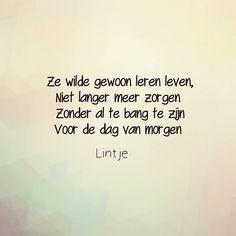 #zorgen #psyche #gedachten #versjes #teksten #quotes #nederlandsequotes #uitdesleur #comfortzone #ontwikkeling #psyche #weg #leren…