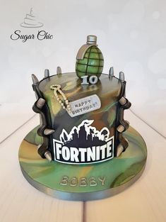 Fortnite Birthday Cake - cake by Sugar Chic Fortnite Birthday Cake - Kuchen von Sugar Chic Homemade Birthday Cakes, Themed Birthday Cakes, Themed Cakes, 10th Birthday Cakes For Boys, Roblox Cake, Army Cake, Cake Kit, Birthday Cake Decorating, Cake Images