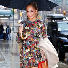 Jennifer Lopez Turns Matching Lips and Nails Into a Sultry Beauty Win