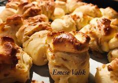 Sajtos-tepertős pogácsa | Emese Valik receptje - Cookpad receptek Baked Potato, Cauliflower, Potatoes, Baking, Vegetables, Ethnic Recipes, Food, Cauliflowers, Potato